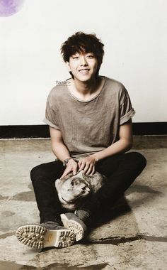 LEE JUNGSHIN THE FNC MAGAZINE with cat