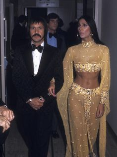 Kim Kardashian's Halloween costume has got the only seal of approval that matters.The donned a stitch-perfect Cher costume on Friday night that amazed everybody 70s Fashion, Look Fashion, Vintage Fashion, Crazy Fashion, Glamour, Mode Disco, Disco 70s, Stage Outfit, Divas