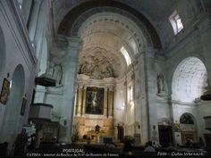 Interior da Basílica de Nossa Senhora do Rosário de Fátima . Fátima, Portugal Fátima é um dos locais religiosos conhecidos mundialmente . Local de peregrinações. Em 2017 foi comemorado o centenário das aparições . Informam o registro de 9,4 milhões de peregrinos visitando o local no decorrer do ano. Foto : Cida Werneck