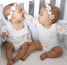 Cool Baby, Cute Baby Twins, Twin Baby Girls, Twin Babies, Baby Girl Newborn, Baby Kids, Twin Girls Outfits, Tatum And Oakley, Baby Girl Romper