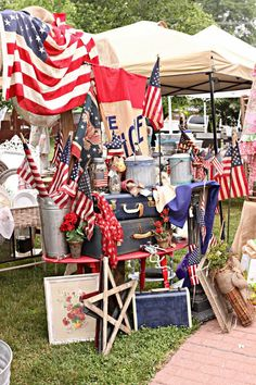 Americana Items at a flea market, photo by French Larkspur Flea Market Displays, Flea Market Booth, Flea Market Style, Flea Market Finds, Flea Markets, Store Displays, Craft Markets, Patriotic Decorations, Patriotic Flags