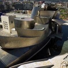 Outside the museum - Guggenheim Museum Bilbao Richard Serra, Frank Gehry, Musée Guggenheim Bilbao, Deconstructivism, Culture Art, Museum Architecture, Modern Architects, Basque Country, Art Museum