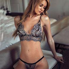 Black Halter Top Sexy Bra Set Lingerie. SujetadoresConjuntos De Ropa  InteriorBordado ... d2287086d137