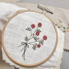 #손수건 #만들다 #린넨 에 #레이스 두르고 부족한 솜씨지만 재봉틀로 드르륵~ #자수나무 #구미프랑스자수 #embroidery #자수