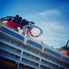 Look out below! (Photo: @skidimpi_maailma) #DisneyCruise