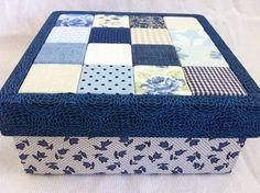 Caixa feita com patchwork embutido. Forrada internamente. Estrutura em MDF. <br>Fazemos qualquer produto em qualquer cor sob encomenda! <br>*Tecidos podem variar