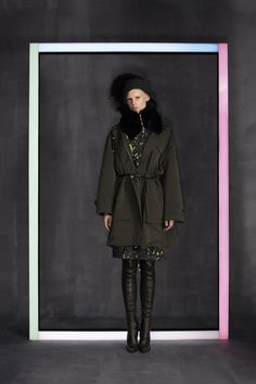 Descubra as novas coleções de ready-to-wear nos lookbooks Icon e Prefall.