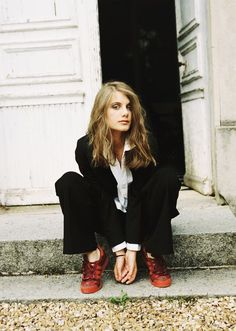 melanie laurent - I wish I could rock a suit like dis