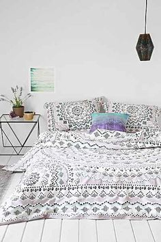 Love the simplicity and mandala/geo-modern inspired design 😍 (Plum & Bow Mia Medallion Duvet Cover - Urban Outfitters) My New Room, My Room, Home Bedroom, Bedroom Decor, Bedroom Ideas, Girls Bedroom, Master Bedroom, Duvet Covers Urban Outfitters, Decoration Design