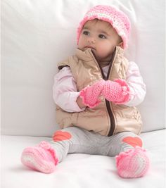 Berry Pretty Hat, Booties And Mitts // Crochet for Baby