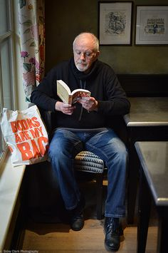 David Essex Been to his concerts so many times! Love him. Great Books To Read, New Books, David Essex, Film Script, Anthony Hopkins, History Books, Gorgeous Men, The Beatles, Book Lovers