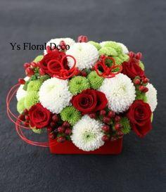 昨日お届けの和テイストの生花のリングピローです。赤い紐で編んだお花の上に指輪を置きます。リングピローとして使用した後は、受付飾りに。受付周りに新婦さんがご...