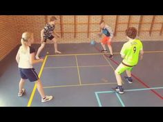 Kingen www despelles nl Pe Games, Group Games, Volleyball, Basketball Court, School, Youtube, Life, Activities, Physical Education Lessons