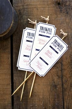 Let your guests know what delicious treats they are about to eat with these Pie Tags Printables by Paging Supermom. #thanksgiving #freeprintable #tag