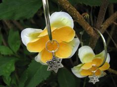 Yellow orange flower earrings by KatKeRosCorner on Etsy, $18.00