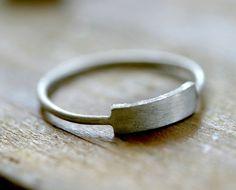 Anello rettangolo argento moderno E0221 di monkeysalwayslook