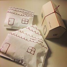 学芸大学の「メゾン ロミ・ユニ」は、お菓子研究家いがらしろみさんのジャムと焼き菓子のお店。毎日食べたくなるような、素朴な焼き菓子と鎌倉の店舗から届くの宝石のような手作りジャムが並ぶ、パリの街角にあるような素敵なお店です。 Bread Packaging, Bakery Packaging, Craft Packaging, Cute Packaging, Illustration Photo, Japanese Packaging, Gift Wraping, Packaging Design Inspiration, Branding Design
