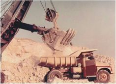 Earth Moving Equipment, Mining Equipment, Dump Trucks, Crane, Tractors, Cool Photos, Photo Galleries, Monster Trucks, Nostalgia