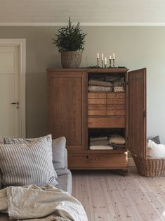 Interior Stylist, Modern Interior Design, Home Organization, Decoration, Home Furniture, Sweet Home, New Homes, Room Decor, House Design
