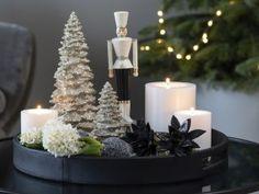 Det er koselig å tenne masse lys nå i den mørke årstiden. Merry Christmas, Christmas Baking, White Christmas, Christmas Time, Holidays And Events, Happy Holidays, Christmas Interiors, Christmas Table Settings, Halloween Home Decor