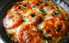 Eggplant pizza INGREDIENTS: 1 eggplant 2 tomatoes, sliced 1 onion, diced 2 cloves garlic Breadcrumbs 1 egg 1 tablespoon butter, melted 1 tablespoon pesto Cheddar cheese, shredded Fresh parsley DIRECTIONS: Peel an… Pie Recipes, Vegetable Recipes, Vegetarian Recipes, Cooking Recipes, Healthy Recipes, Yummy Recipes, Family Recipes, Quick Recipes, Vegetable Pie