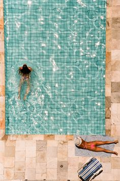 The tiles in this pool are stunning, and I love their color. {via @Joy Cho / Oh Joy!} /ES