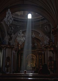 Sunbeam in the Iglesia de Santo Domingo, Lima, Peru Art Et Architecture, Beautiful Architecture, Lit Wallpaper, Art Vintage, Light Images, Kirchen, Aesthetic Pictures, Medieval, Scenery