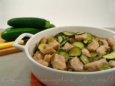 Pollo e zucchine al forno, ricetta delicata e saporita. http://blog.giallozafferano.it/oya/pollo-e-zucchine-al-forno-ricetta-delicata/