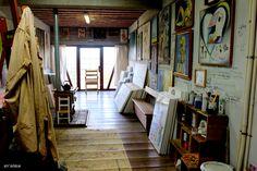 Espaço de criação do pintor Flavio Scholles