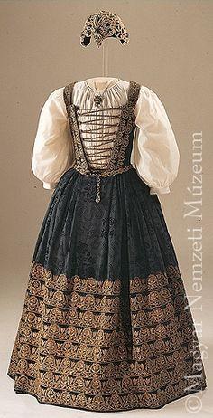 https://i.pinimg.com/736x/7b/b5/47/7bb54752cd48582cf5778ad95de851a1--hungarian-embroidery-ethnic-dress.jpg