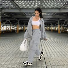 Baddie Outfits Casual, Cute Casual Outfits, Stylish Outfits, Tomboy Fashion, Streetwear Fashion, Fashion Outfits, Sneakers Fashion, Urban Outfits, Retro Outfits