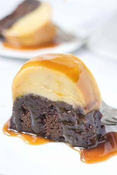 Chocoflan cake is a fudgy chocolate cake layered with a cream cheese flan. The two layers get baked together in the same pan and magically switch places while baking. Chocolate Flan, Chocolate Butter Cake, Chocolate Dipped, Chocolate Desserts, Fun Desserts, Delicious Desserts, Mexican Desserts, Filipino Desserts, Cupcake Recipes