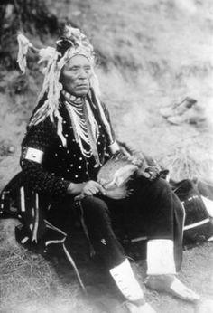 Spokane John Stevens in ceremonial dress, Keller, Washington, ca. 1912 :: American Indians of the Pacific Northwest Native American Images, Native American Beauty, Native American Artifacts, Native American Tribes, Native American History, American Symbols, Spokane Tribe, John Stevens, First Nations