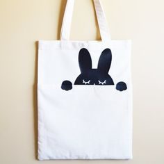 Make your own cute peek-a-boo bunny bag with a free template and an easy to follow tutorial! Check it out on the blog.
