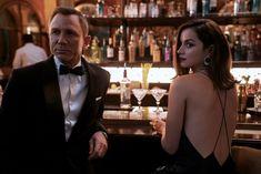 @ethan1960/movie / Twitter Ben Whishaw, Ben Affleck, Ralph Fiennes, Skyfall, Trailer 2, New Trailers, Official Trailer, Billie Eilish, Films Hd