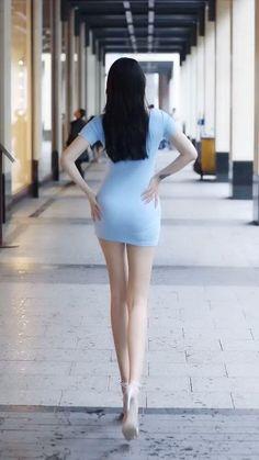 Street Girl, Street Style, Beautiful Asian Women, Asian Woman, Asian Beauty, Mini Skirts, Ballet Skirt, Legs
