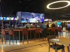 Sport Bar Design, Sports Bars, Restaurant Ideas, Bar Designs, Esports,  Barbershop, Champs, Tennis, Restaurants