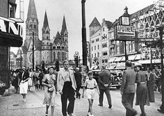 Kaiser Wilhelm Gedaechtniskirche und Tauentzienstrasse in den West Berlin, Berlin Wall, Berlin Photos, Good Old Times, The Third Reich, World Cities, World War Two, Historical Photos, Wwii