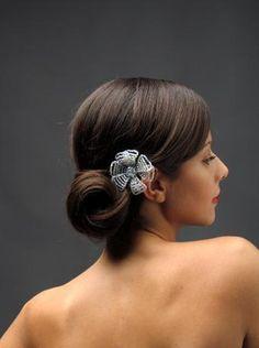 ¡Ya es #viernes! ¿Tienes una #fiesta dentro de tus planes? Ve con todo el estilo con este #peinado recogido en forma de cebolla, se ve elegante y juvenil.