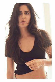 Sooryavanshi Katrina Kaif has shared a photo of the police uniform from the film set on which Veer Suryavanshi is written. Katrina Kaif Navel, Katrina Kaif Hot Pics, Katrina Kaif Photo, Bollywood Actress Hot Photos, Bollywood Fashion, Katrina Kaif Wallpapers, Thing 1, Teen Models, Indian Celebrities