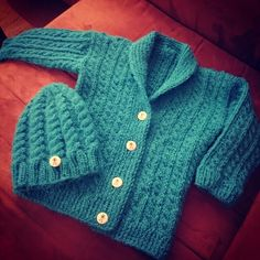 Knitted a little gift for the son of a friend! Wooly Hats, Drops Design, Little Gifts, Sons, Homemade, Knitting, Sweaters, Jackets, Diy