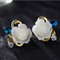 Rhinestone+and+Ceramic+Flower+Stud+Earrings