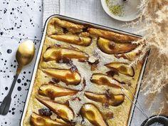 Perenpannenkoek op de bakplaat - Libelle Lekker Een pannenkoek uit de oven? Ja, dat kan! Dessert Recipes, Desserts, Foodies, Waffles, French Toast, Brunch, Healthy Recipes, Healthy Food, Pudding