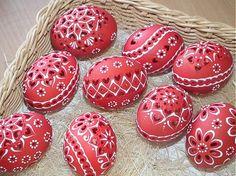 jarkakon / červené slepačie krasličky Egg Crafts, Easter Crafts, Diy And Crafts, Arts And Crafts, Painted Rocks, Hand Painted, Xmas Pictures, Ukrainian Easter Eggs, Egg Art