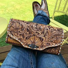 It's #tooledleathertuesday once again, and we're feeling all the feelings for these designs by @76andriveted! #iamcowgirl #cowgirlmagazine… Leather Bag Design, Tooled Leather Purse, Leather Purses, Leather Wallet, Cowhide Purse, Leather Bags, Leather Jewelry, Western Purses, Leather Carving