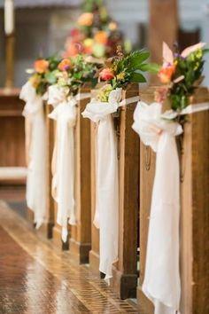 boda altares templo gorras arreglos florales camino sillas invierno vestido
