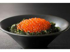 This is a salmon roe bowl of Shibetsu,  Hokkaido. これが標津のいくら丼。「北海道の海のサラブレッド」とも言われる。