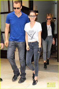 Kristen Stewart Rocks Specs After Chanel Fashion Show! | kristen stewart rocks specs after chanel fashion show 07 - Nerd glasses