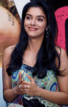 Asin looking beautiful and sexy!!!! HQ Unwatermarked images... | Social India
