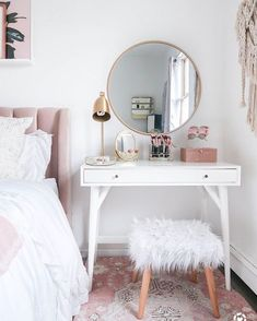 15 Cool Bedroom Vanity Design Ideas - Page 5 of 15 - Bedroom Design Small Bedroom Vanity, Mirror Bedroom, Bedroom Makeup Vanity, Small Space Bedroom, Vanity Bathroom, Makeup Table Vanity, Makeup Desk, Small Vanity Table, Makeup Rooms